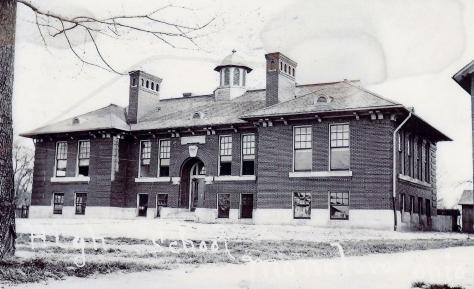 b & w 1912 school